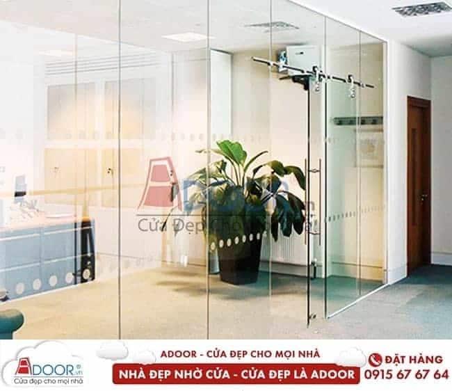 Mẫu cửa kính cường lực sang trọng, hiện đại tại Adoor