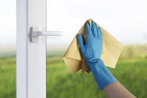 Mẹo nhỏ kết quả to khi lau chùi cửa nhôm kính thường xuyên