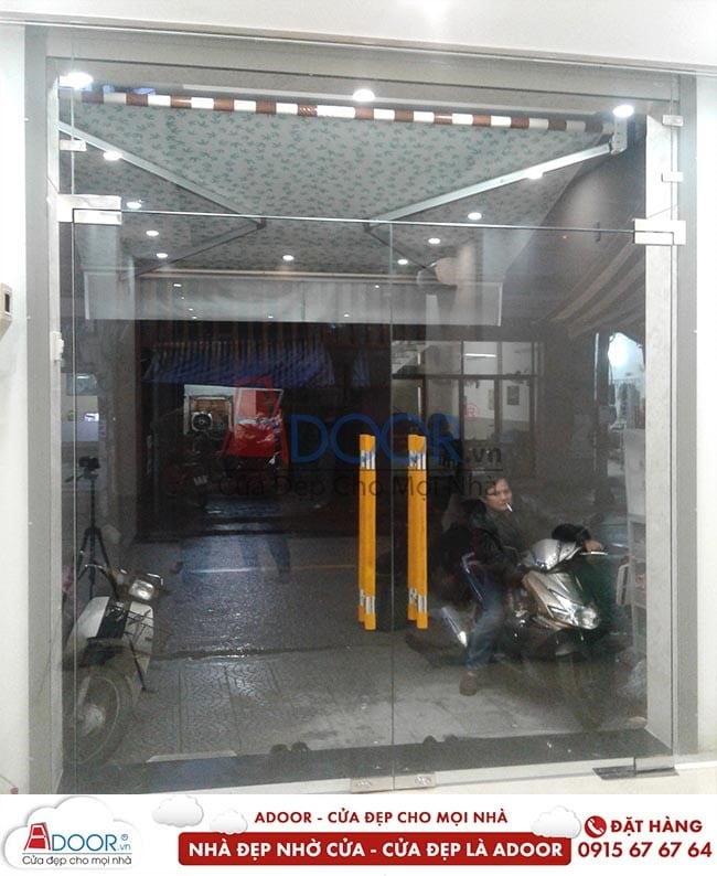 Adoor cung cấp bạn cửa kính cường lực bản lề sàn tại các văn phòng giao dịch