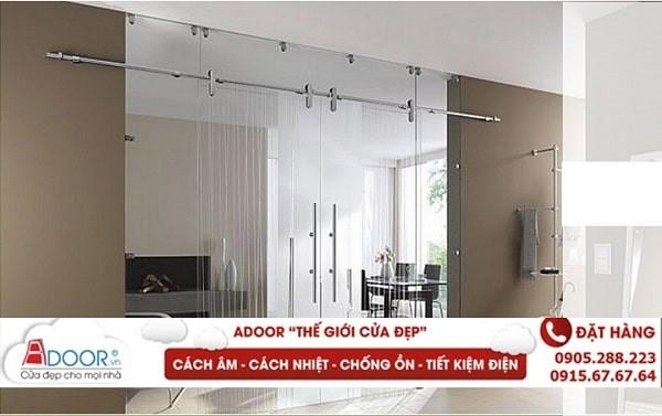 Cửa kính cường lực mở trượt 2 cánh tiết kiệm diện tích không gian căn phòng