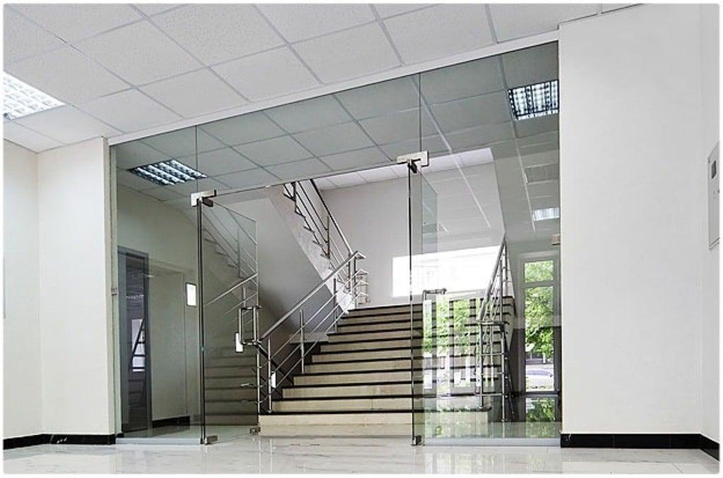 Với thiết kế sang trọng mang phong cách mới mẻ, hiện đại khi sử dụng cửa kính cường lực