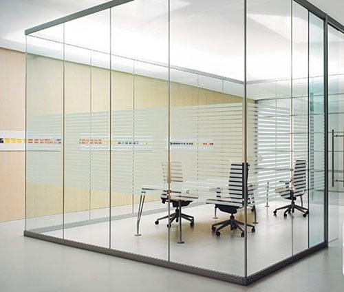 Vách kính tại các phòng làm việc