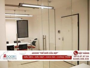 Cửa kính cường lực tại các phòng họp mang tính chuyên nghiệp