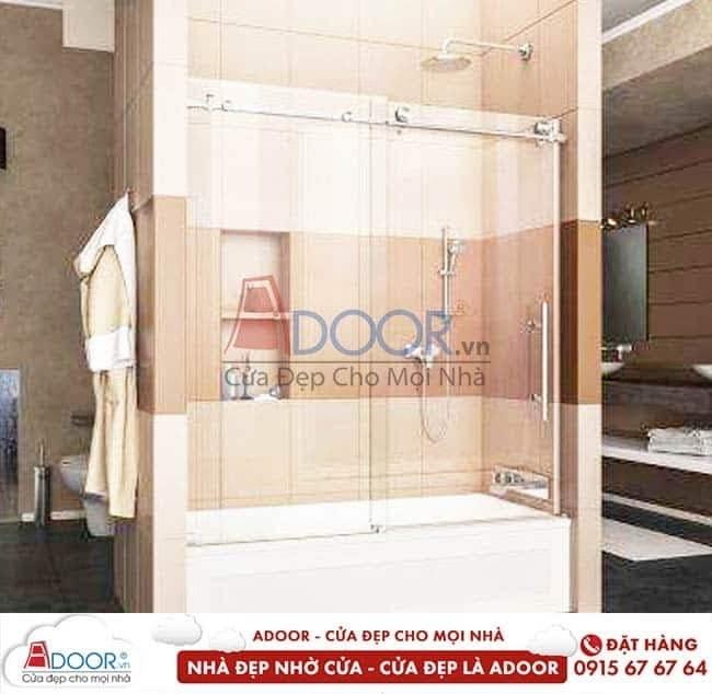 Cửa kính cường lực với không gian phòng tắm tinh tế, tạo nét cho gia đình bạn