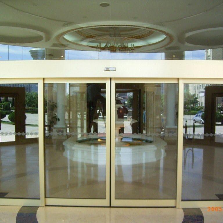 Cửa trượt lùa tự động cao cấp sử dụng nhiều tại các trung tâm thương mại, khách sạn