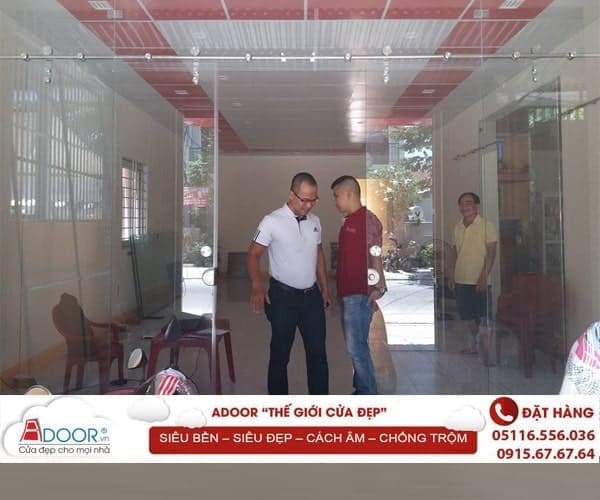 Mẫu cửa kính tại các kiot bán hàng tại Nha Trang