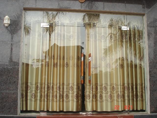 Làm cửa chính được sử dụng nhiều tại các mẫu cửa gia đình