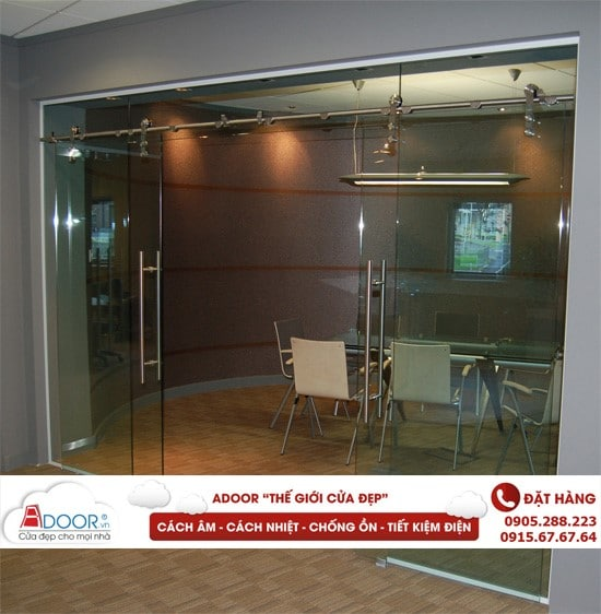 Mẫu cửa kính mở lùa tiết kiệm không gian tại các phòng họp
