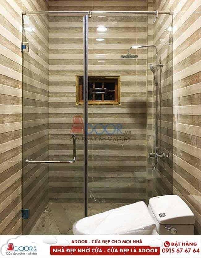 Mẫu cửa kính cường lực tại vách kính nhà tắm