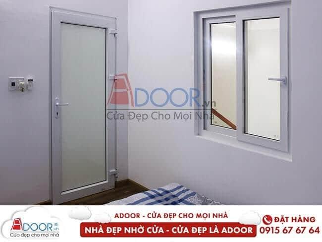 Vệ sinh cửa thường xuyên cho cửa luôn sáng bóng