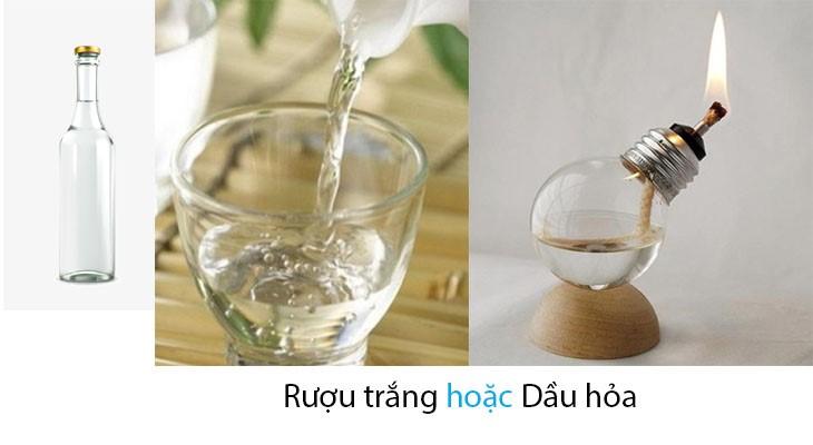 Bề mặt gương sáng bóng hơn với rượu trắng hoặc dầu ăn