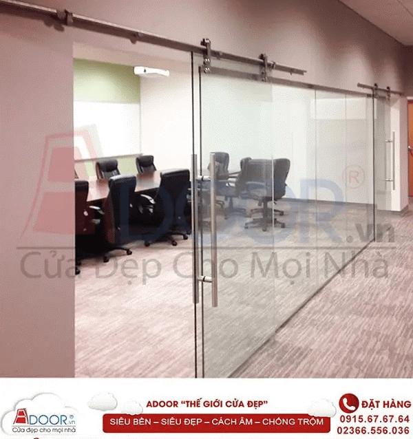 Mẫu cửa kính kéo tại không gian phòng họp tạo hiệu quả làm việc cao