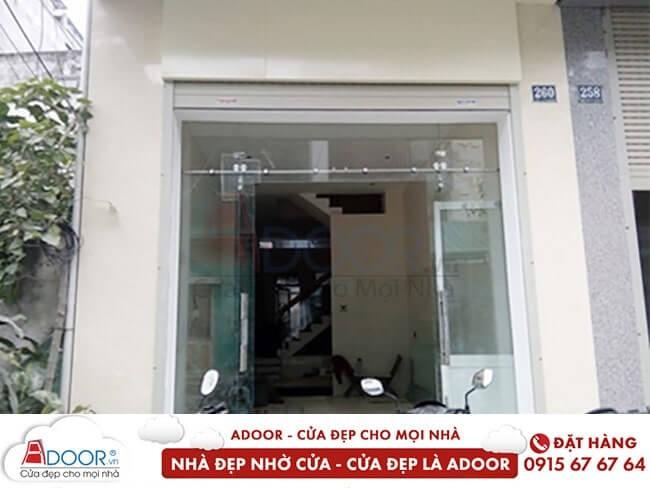 Mẫu cửa kính kéo tại cửa chính không gian nhà ở