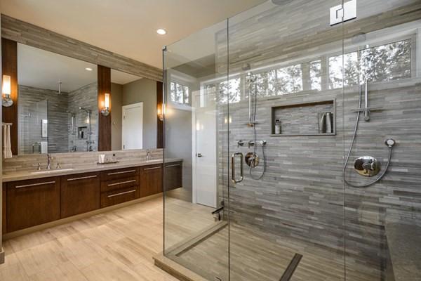 Mẫu vách kính hiện đại tại không gian nhà tắm