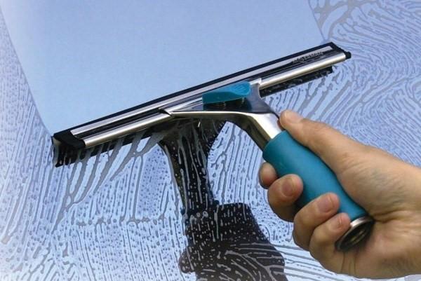 Thanh lau kính đa năng mang lại cho bạn cửa kính sáng bóng và sạch đẹp
