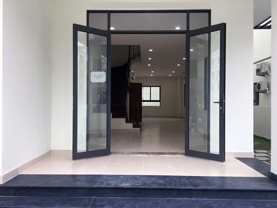 Mẫu cửa nhôm 2 cánh đẹp cho hệ cửa chính