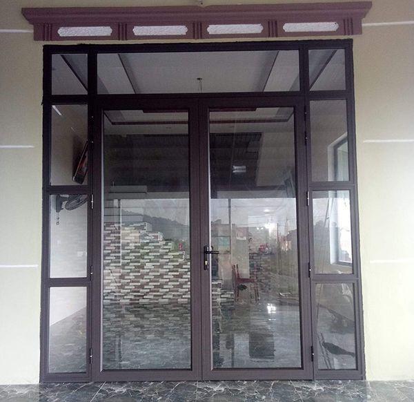 Cửa nhôm 2 cánh được sửdụng làm cửa chính