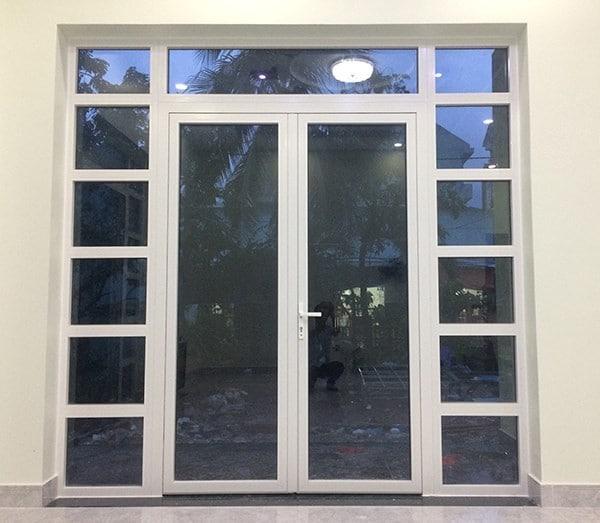 Mẫu cửa nhựa lõi thép đẹp tại cửa chính nhà bạn
