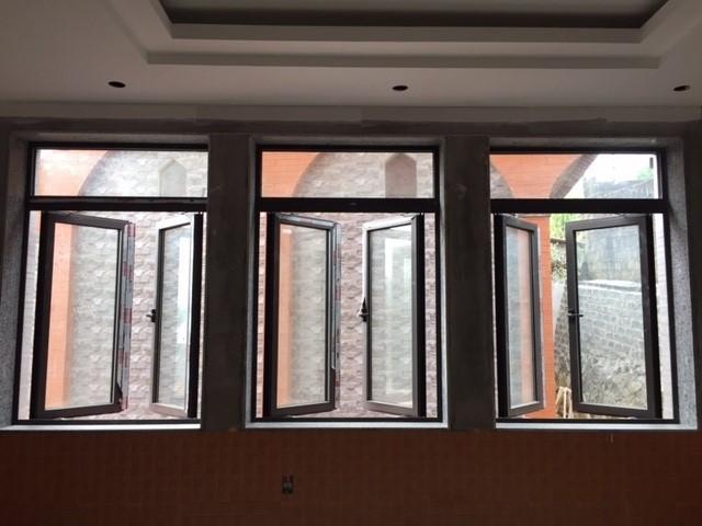 Cửa sổ nhôm 2 cánh mở quay